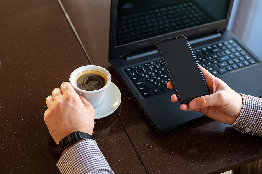 How to Stay Safe and Do Business from Your Mobile Phone